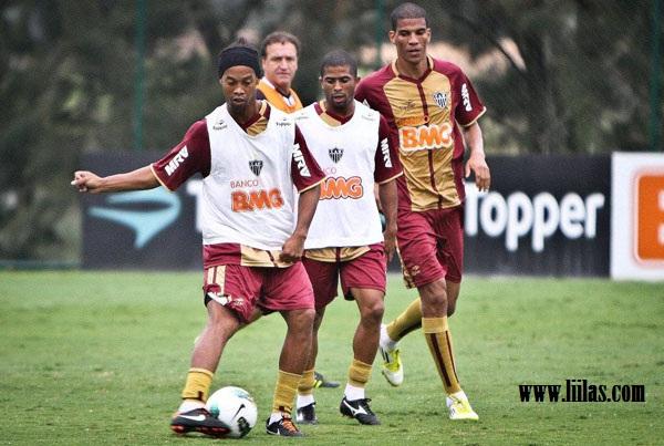 البرازيلي رونالدينهو البرازيلي
